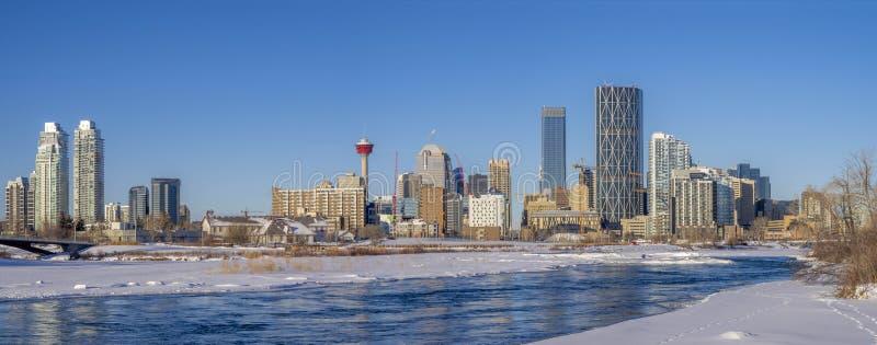Calgary linia horyzontu, łęk rzeka zdjęcia stock