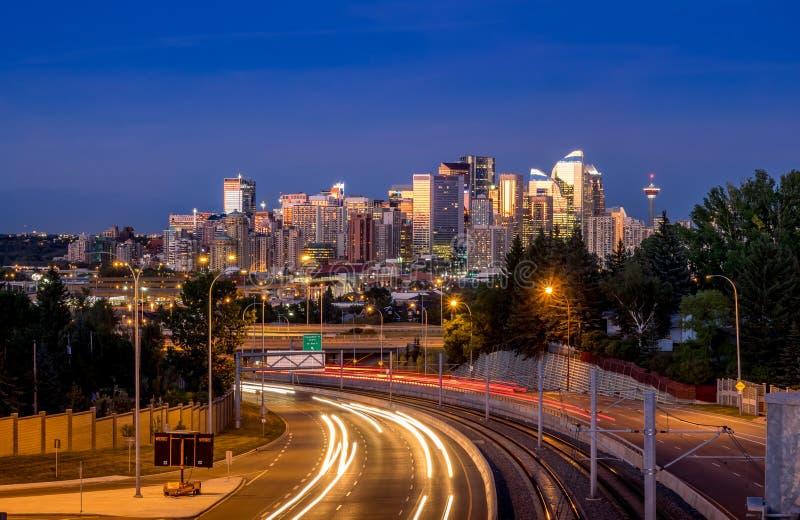 Calgary-Skyline nachts lizenzfreies stockfoto