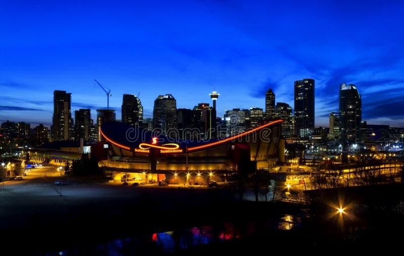 Calgary vid natt arkivbild