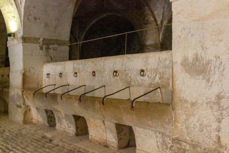 Calha bebendo para cavalos em Sant Ferran Castle imagens de stock