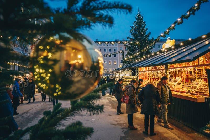 Calha vista mercado do advento de Christkindl do Natal de Salzburg um Chris fotografia de stock royalty free