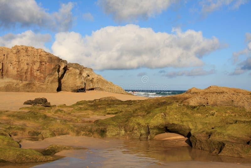 calheta porto пляжа трясет небо santo стоковое изображение