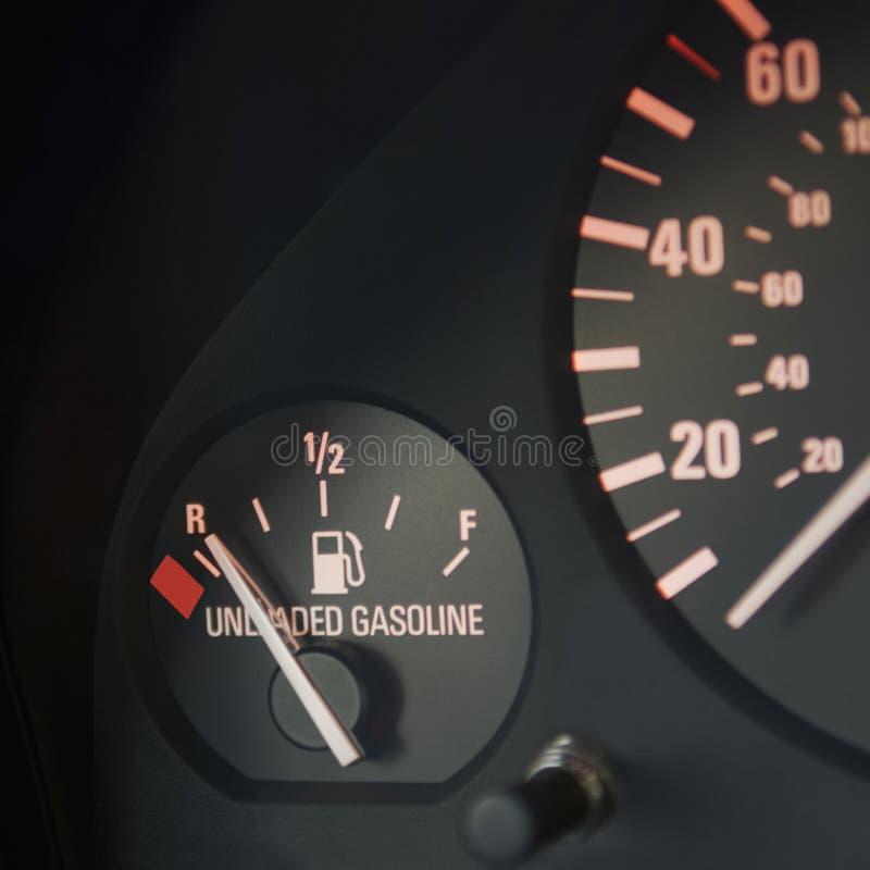 Calibrador de combustible de automóvil en vacío imagen de archivo