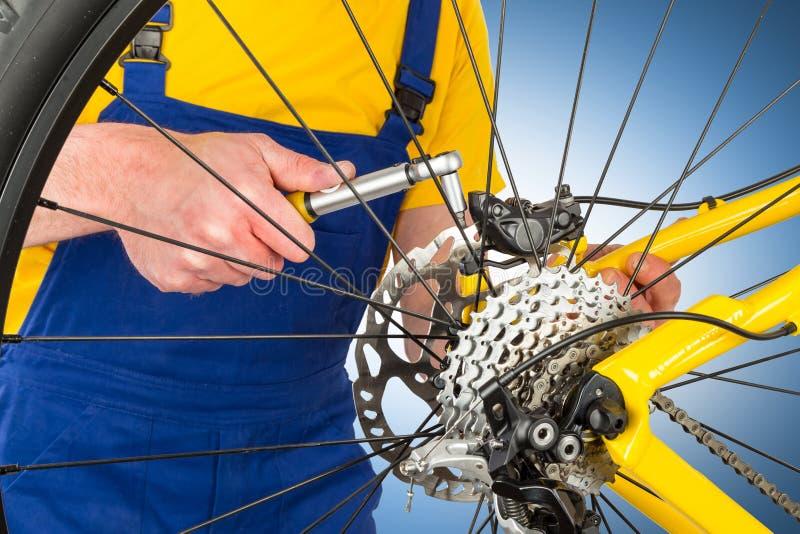 Calibrador del freno del montaje en la bici de montaña fotografía de archivo