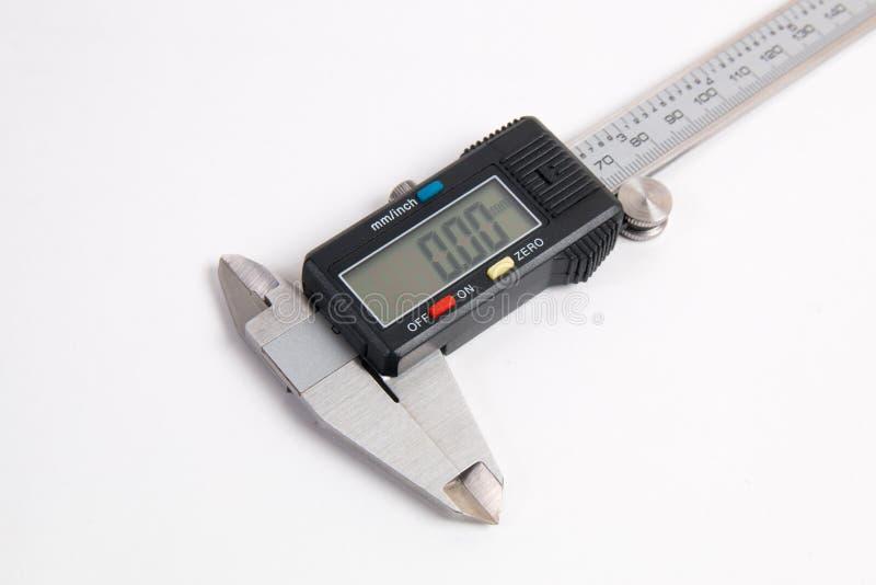 Calibrador digital electrónico aislado en el fondo blanco fotografía de archivo