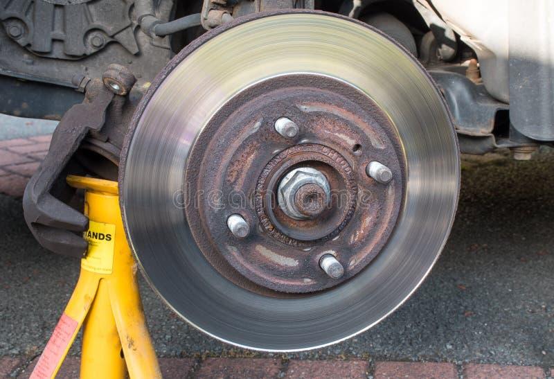 Calibrador gastado del freno de disco de freno del coche quitado fotos de archivo libres de regalías