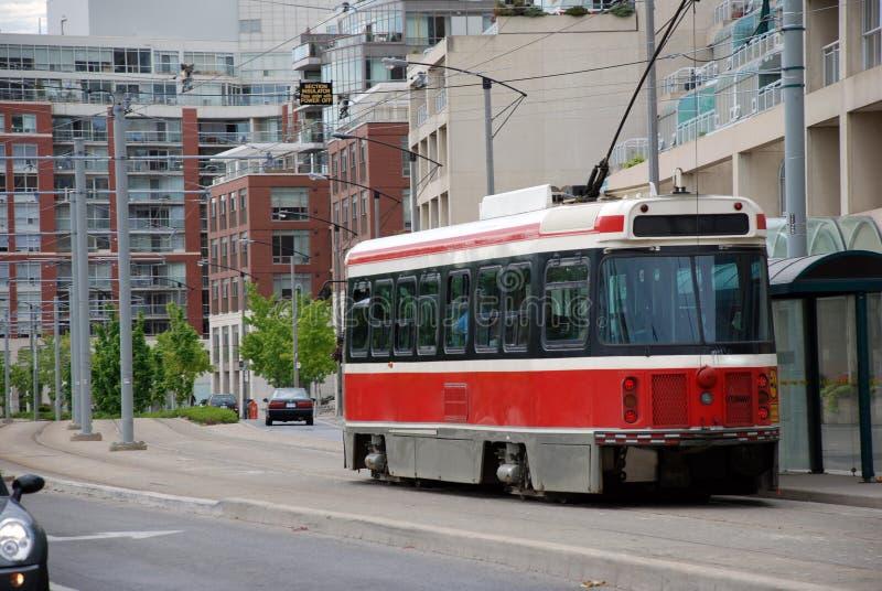 Calibratore per allineamento rosso. Paesaggio urbano. immagini stock