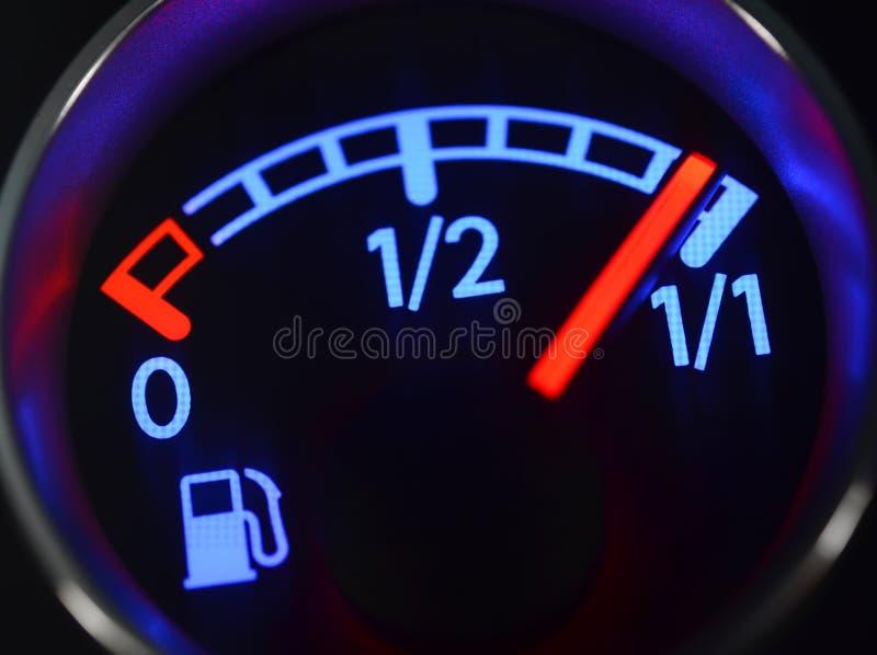 Calibre de combustível que mostra o tanque completo fotografia de stock royalty free