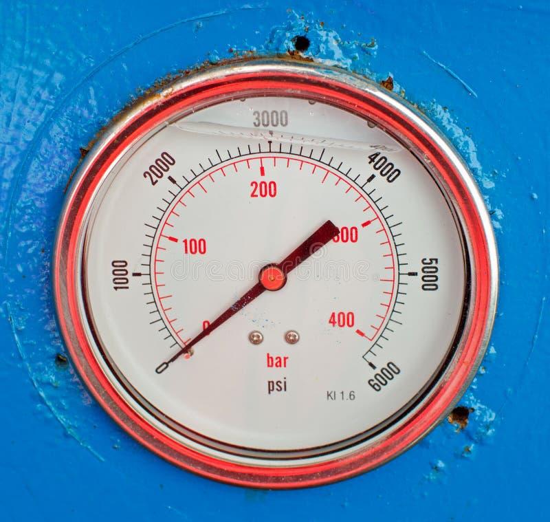 Calibre de pressão hidráulica velho foto de stock