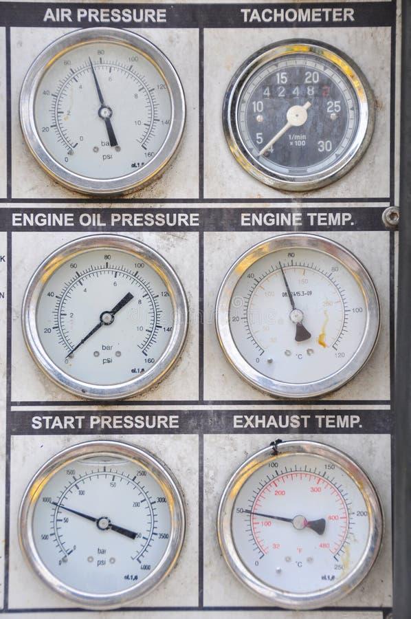 Calibre de pressão para a pressão de medição no sistema imagens de stock royalty free