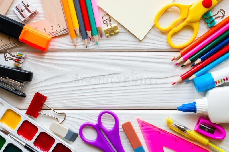 Calibre des fournitures scolaires images libres de droits