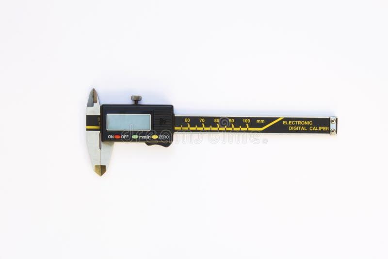 Calibre numérique électronique d'isolement sur le fond blanc images stock
