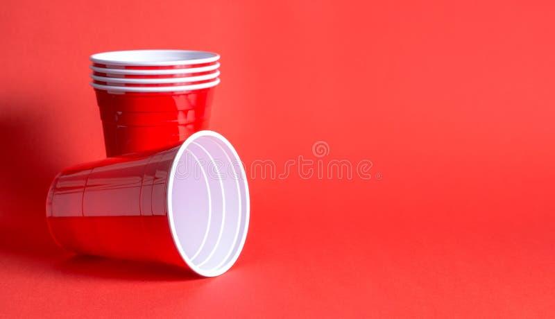 Calibre rouge de fond de tasse de partie photographie stock