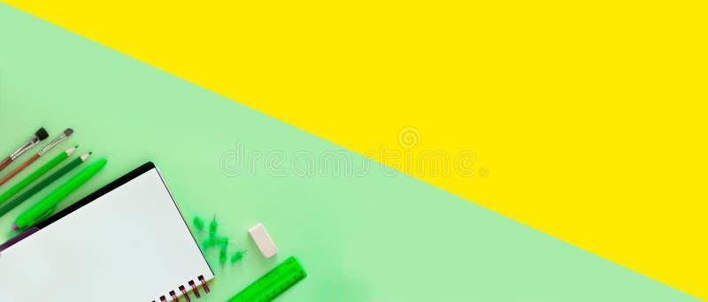 Calibre vert et jaune de conception pour de nouveau à l'école Scho de bureau photo libre de droits