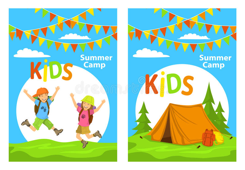 Calibres d'affiche de camp d'Ids avec des enfants sautant pour la joie et le terrain de camping avec la tente, sacs à dos de forê illustration stock