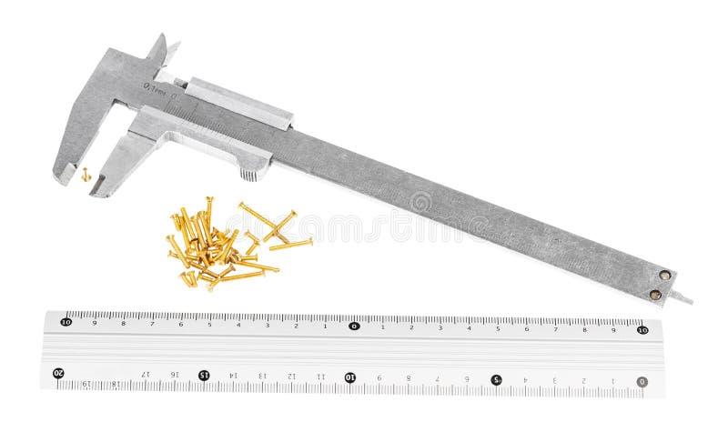 calibres, règle métallique et sort de vis en laiton images stock