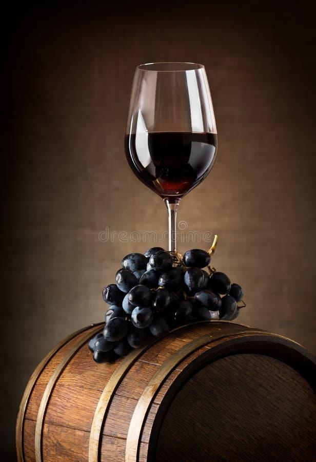 Calice e barilotto del vino fotografie stock libere da diritti