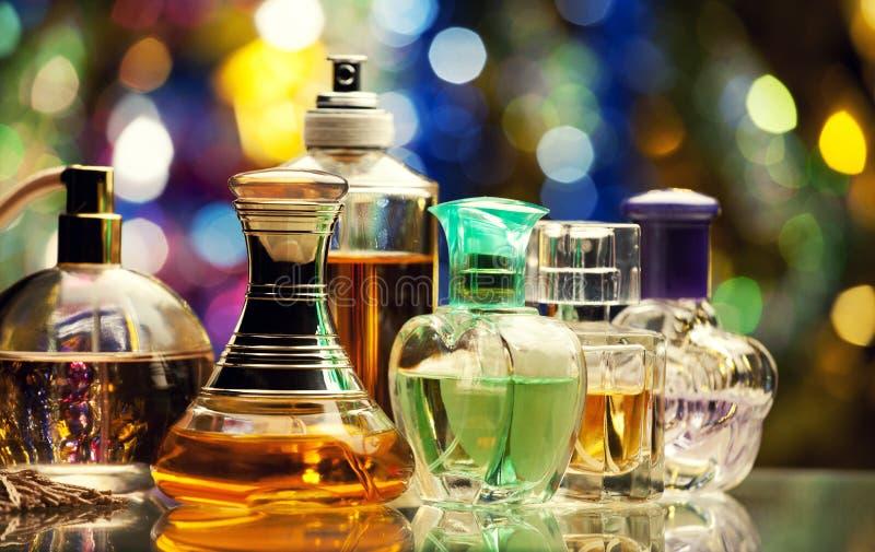 Calidad de cristal del estudio de la botella de perfume imagen de archivo libre de regalías