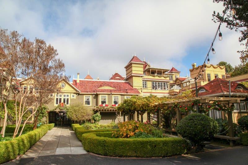 Califórnia, EUA-dezembro 12,2018: A casa de Winchester é casa do fantasma a mais famosa em Califórnia fotografia de stock