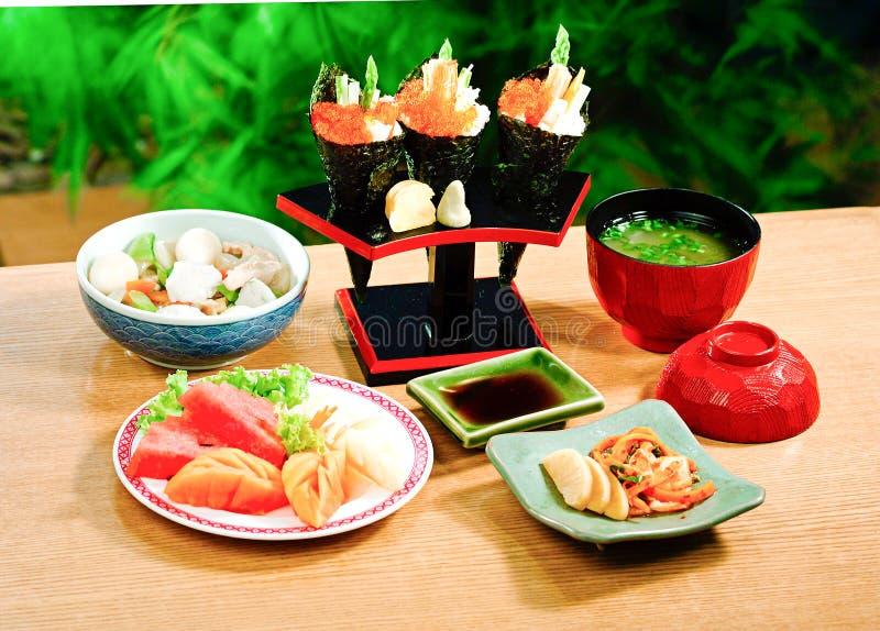 Califórnia rola o alimento japonês imagem de stock