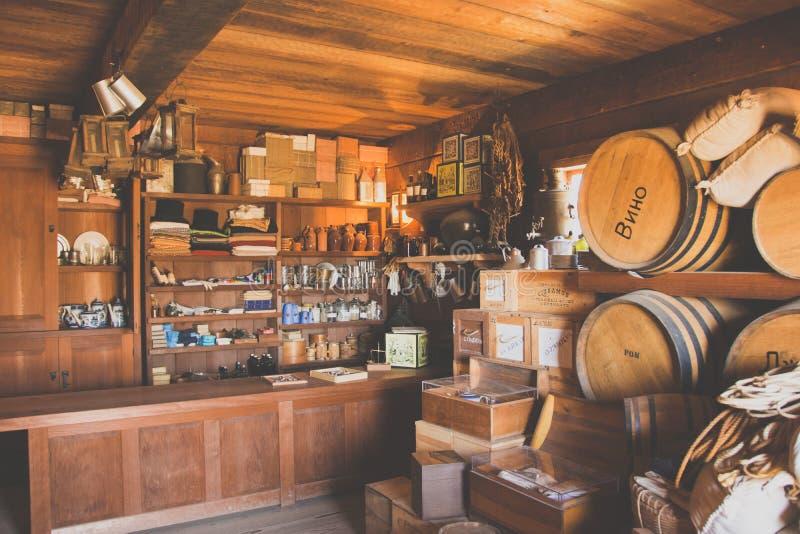 Californië, de V.S. - 17 Juni, 2015: Een oude winkel in het wilde westen in Californië royalty-vrije stock foto's
