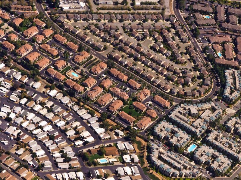california dom rodzinny dachy przerzedżą przedmieścia zdjęcie royalty free