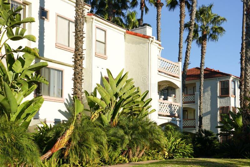 California meridional típica, chalets residenciales del estilo español, apartamentos foto de archivo