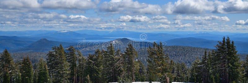 California, Parque Nacional Volcánico de Lassen: Vista hacia el lago Eagle fotografía de archivo libre de regalías