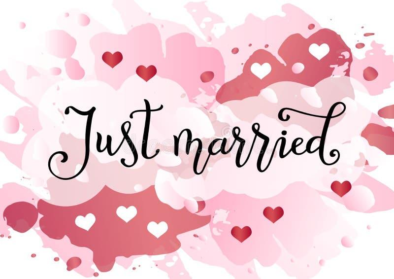 Caligrafía manuscrita moderna apenas de casado en negro en el fondo rosado de la acuarela adornado con los corazones blancos y ro stock de ilustración