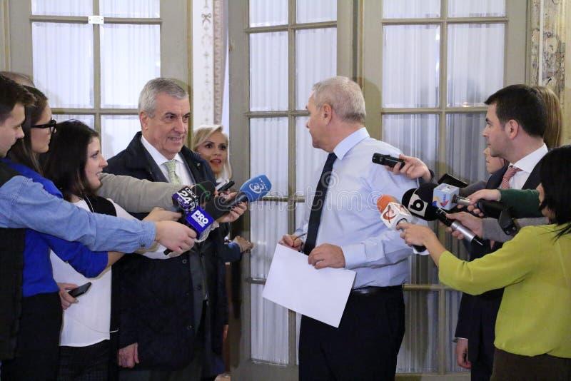 Calin Popescu Tariceanu e Liviu Dragnea - letra para o Romanian foto de stock royalty free