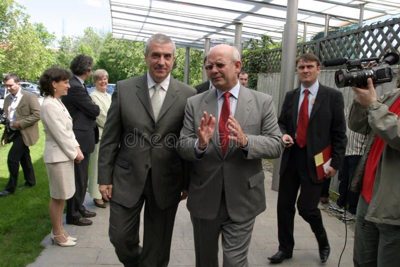 Calin Popescu Tariceanu och Jonathan Scheele royaltyfri bild