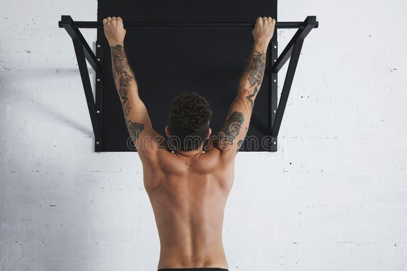 Calisthenic och bodyweightövningar royaltyfri bild