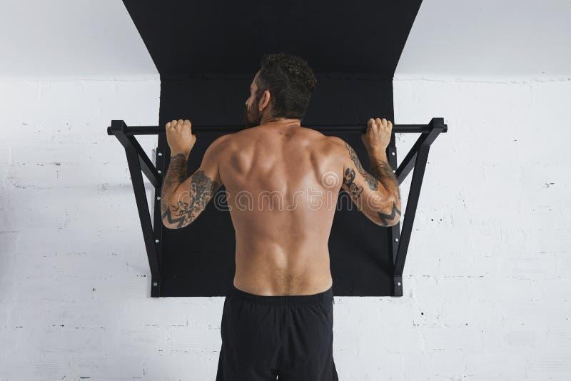 Calisthenic och bodyweightövningar arkivbild