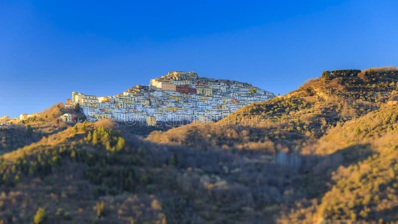 Calitri, меньший городок в южной Италии стоковая фотография