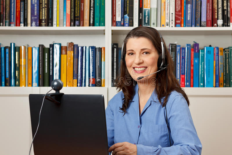 Callcenter för helpdesk för kvinnakontorsheta linjen arkivbilder
