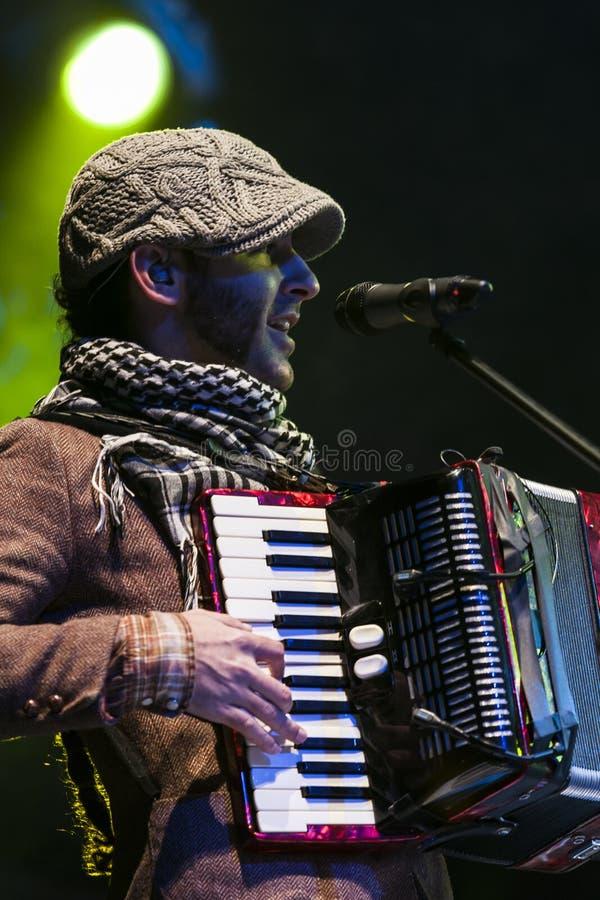 Calle 13 в концерте стоковое изображение