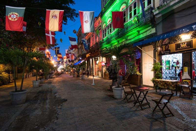 Calle adornada de barras y de restaurantes para el mundial 2018 fotos de archivo libres de regalías