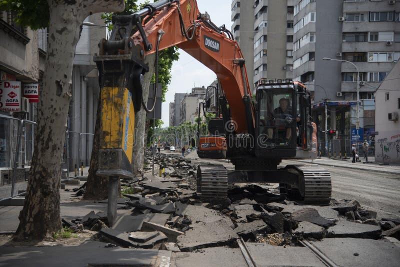 calle bajo reconstrucción en Belgrado, Serbia imagen de archivo