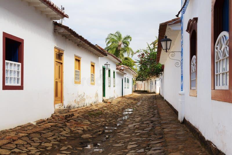 Calle, casas coloniales en Paraty, el Brasil fotografía de archivo