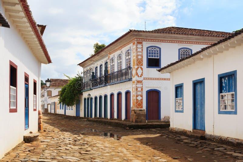Calle, casas coloniales en Paraty, el Brasil foto de archivo