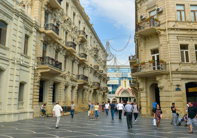 Calle cerca del cuadrado de la fuente en el centro de Baku fotografía de archivo libre de regalías