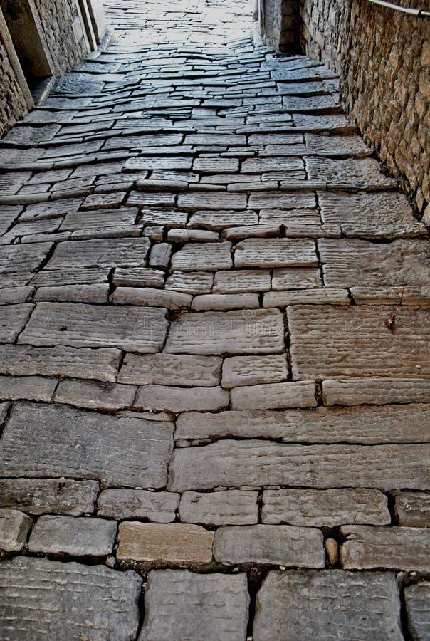 Calle Cobbled Motovun, Istria, Croacia fotografía de archivo
