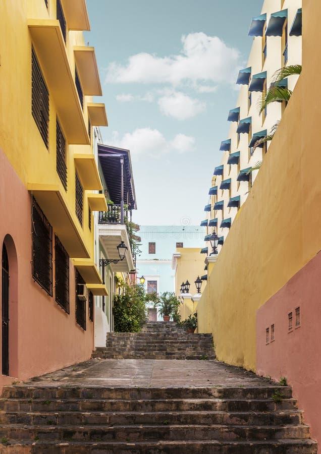 Calle colorida en San Juan, Puerto Rico fotos de archivo libres de regalías