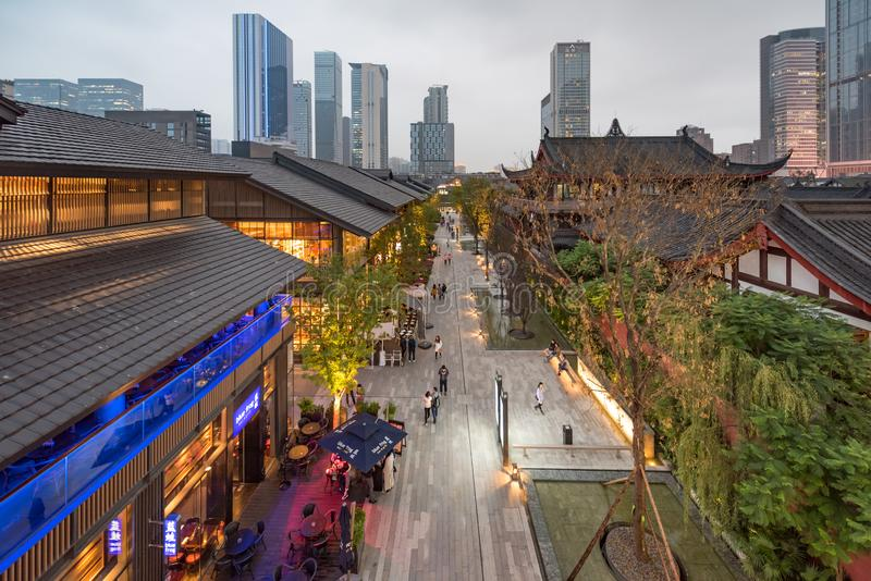 Calle comercial de Chengdu Taikooli en China imagen de archivo