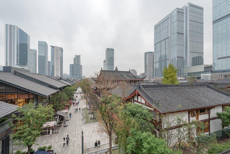 Calle comercial de Chengdu Taikooli en China fotos de archivo