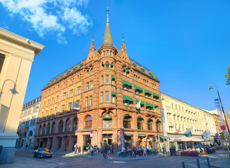 Calle con el edificio hermoso en centro de ciudad histórico Oslo, no imagen de archivo