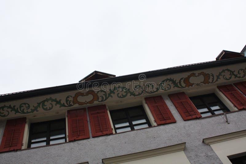 Calle con las casas en Austria Bregenz imágenes de archivo libres de regalías