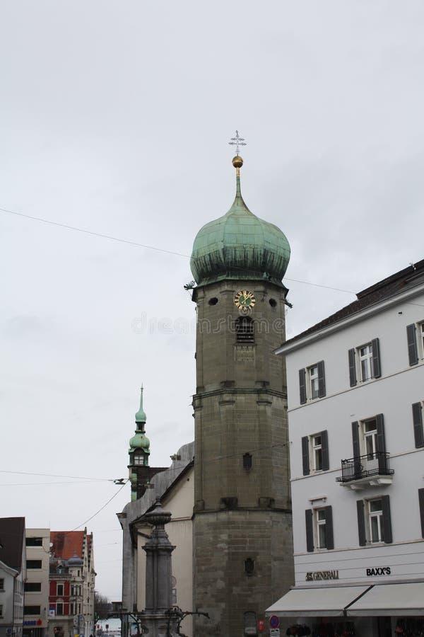 Calle con las casas en Austria Bregenz foto de archivo