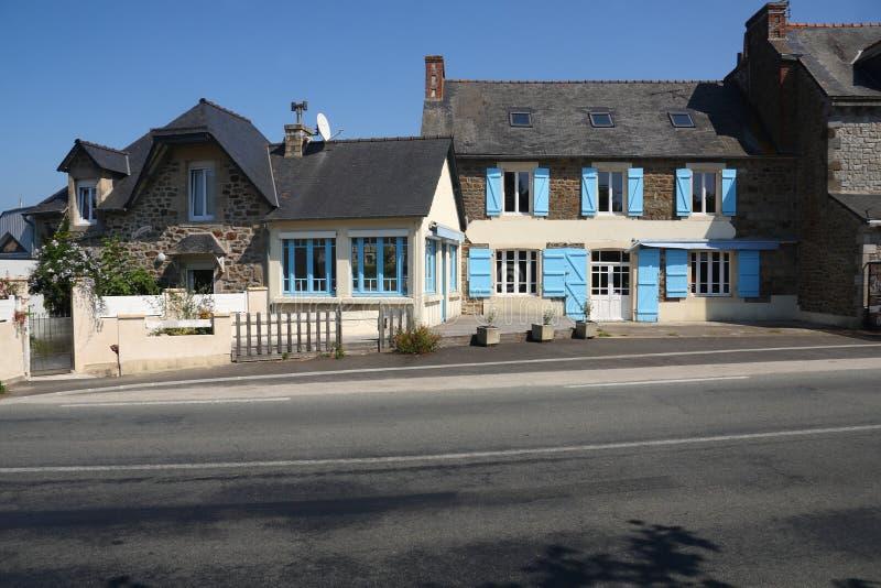 Calle con las casas en francés Bretaña imagen de archivo libre de regalías