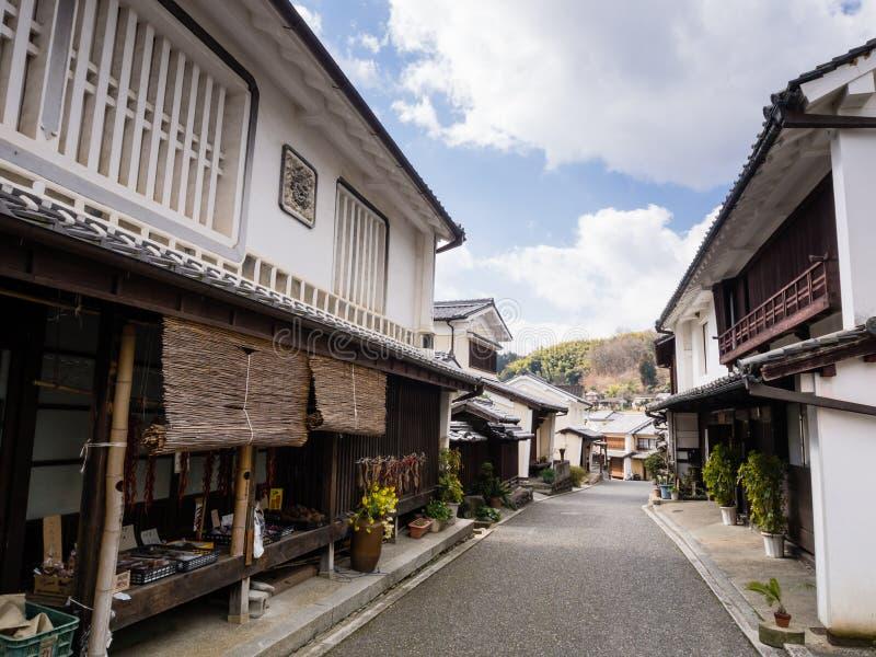 Calle con las casas japonesas tradicionales imagen de archivo